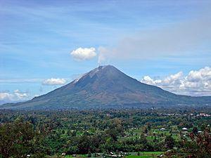 300px-Sinabung-Gundaling-20100913