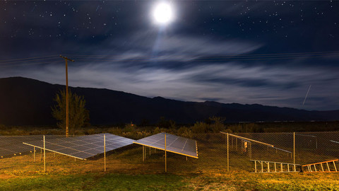 img_34679-solar-panel-at-night_01