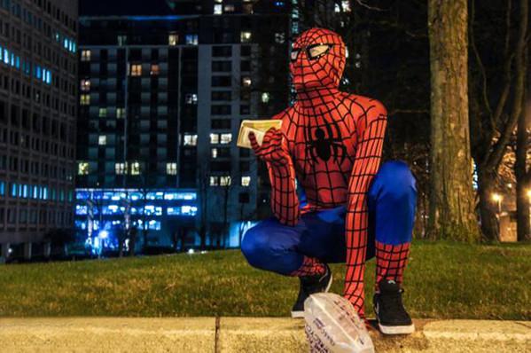 spider-man-helps-feeds-homeless-birmingham-uk-3